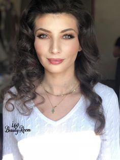 — at Isv Beauty Room. Glowy Makeup, Natural Make Up, Beauty Room, How To Make, Hair, Cara Makeup Natural, Strengthen Hair