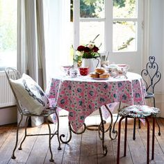 Looking For Vintage Dining Room Decorating Ideas Take A Look At This Country From Homes Interiors Inspiration