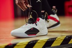 The Air Jordan 33 Debuts With Nike FastFit Technology Sneakers Nike Jordan, Jordan Shoes, Nike Shoes, Oufits Casual, Style Casual, Nike Air, Adidas, Fashion Catwalk, Under Armour