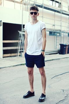 Christoph Schaller - Acne Studios T Shirt, Acne Studios Shorts, Sonday Somewhere Sunglasses, Dr. Only Shorts, T Shirt And Shorts, Short Shorts, Printed Shorts, Men Street, Street Wear, Street Outfit, Casual Shorts Outfit, Boy Fashion
