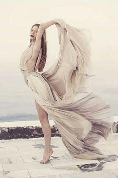 Mystique Part 2 / Wedding Style Inspiration / LANE - Samuelle Couture Portrait Inspiration, Style Inspiration, Style Ideas, Wedding Inspiration, Image Fashion, Annie Leibovitz, Mario Testino, Flowing Dresses, Estilo Fashion