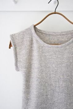 DIY Knitted Top - FREE Knitting Pattern / Tutorial Best Picture For knitting patterns free blanket F Summer Knitting, Easy Knitting, Knitting Patterns Free, Crochet Summer, Crochet Patterns, Knitting Sweaters, Craft Patterns, Diy Tricot Crochet, Knit Or Crochet