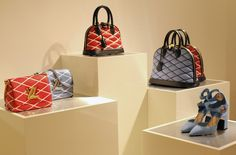 Jessica Weiß, from the german blog Journelles, takes you into Louis Vuitton Munich Showroom to discover the Cruise15 collection. (via www.journelles.de)
