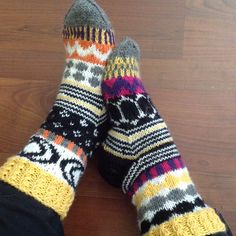 Marimekko inspired socks by Pirjo Salo Wool Socks, Knitting Socks, Hand Knitting, Marimekko Fabric, Knit Art, Knit Or Crochet, Knitting Projects, Mittens, Pattern