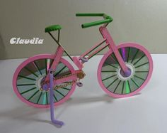 http://manualidadesamigas.foroargentina.net/Bicicleta con material reciclado