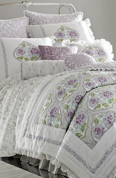 For guest room / Sewing room: In love with this lavender comforter.