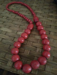 Wooden beads Recycled Glass, Wooden Beads, Beaded Necklace, How To Make, Jewelry, Armadillo, Beaded Collar, Jewlery, Pearl Necklace