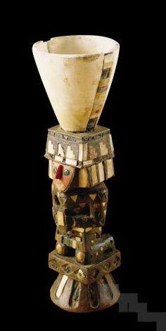 Copa de alabastro con base de madera, 1350 - 1450 d.C. Cultura Chimú