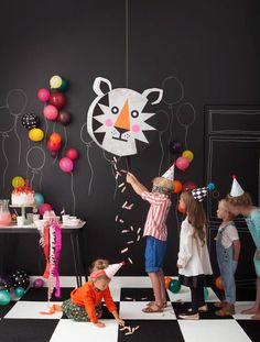 How to make a pinata? Whether for your child's birthday or to host a party you organize, the pinata is still a must. Today we have selected for you no less than 15 DIY pinatas that we are in love … Party Animals, Party Animal Theme, Kids Animal Party, Cheap Party Decorations, Room Decorations, Festa Party, Animal Birthday, Childrens Party, Fun Projects