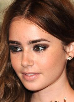 http://www.pausaparafeminices.com/wp-content/uploads/2012/06/make-marrom-lily-collins.jpg
