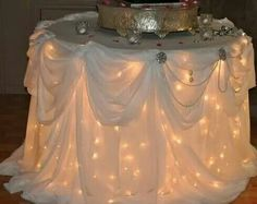 Mesa con luces debajo el mantel