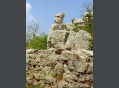 Les Vans: Bois de Païolive - Rocher le totem - France-Voyage.com
