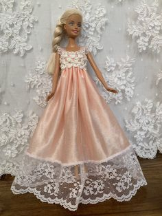 Sewing Barbie Clothes, Barbie Clothes Patterns, Dress Patterns, Doll Patterns, Barbie Gowns, Barbie Dress, Barbie Outfits, Beautiful Barbie Dolls, How To Make Clothes