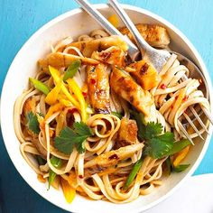 This tasty Sesame Chicken and Noodles takes just 20 minutes from start to finish! More healthy stir-fry recipes: http://www.bhg.com/recipes/healthy/dinner/healthy-chicken-stir-fry/?socsrc=bhgpin060213sesamechicken=8