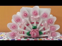 Free Online Videos Best Movies TV shows - Faceclips Pop Stick Craft, Popsicle Stick Crafts, Craft Stick Crafts, Diy And Crafts, Plastic Spoon Crafts, Plastic Spoons, Paper Flower Wall, Paper Roses, Christmas Napkins
