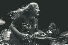 """Rare occasion of Derek Trucks letting his hair loose - Tedeschi Trucks Band, Recorder Music, Music Guitar, Susan Tedeschi, Derek Trucks, Best Guitarist, Allman Brothers, Band Of Brothers, Blues Music"