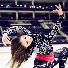 Julia Lipnitskaia(Russia) Yulia Lipnitskaya, Russian Figure Skater, Yuri Plisetsky, Ice Skaters, Figure Skating Dresses, Gymnastics, Ballet Dance, Olympics, Athlete