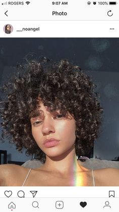 Cabelo curled hairstyles, trendy hairstyles, short curly cuts, hair ins Curled Hairstyles, Trendy Hairstyles, Hair Inspo, Hair Inspiration, Short Curly Cuts, Natural Hair Styles, Short Hair Styles, Bob Styles, Curly Hair Tips