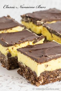 Nanaimo Bars are a true Canadian classic. Delicious layers of chocolate coconut crumb, custard filling and chocolate coating.Nanaimo Bars are a true Canadian classic. Delicious layers of chocolate coconut crumb, custard filling and chocolate coating. Beaux Desserts, Just Desserts, Delicious Desserts, Yummy Food, Baking Recipes, Cookie Recipes, Dessert Recipes, Holiday Baking, Christmas Baking