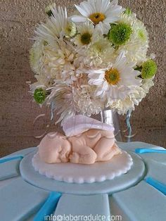 ♥ Cupcakes y PASTELES de diseño de la barra dulce  para cualquier ocasión diseñados como TU quieras! grin emoticon   www.labarradulce.com Tel.5899-1413 & 5504-9393 de 10:00 a 19:30 h.  28 opciones de MASA y puedes tener los sabores que TU quieras sin que te varíe el precio ♦#labarradulce #Guatemala #cupcakes #cubiletes #pasteles #cakes #designcakes #pasteldediseño #sabores #flavors #edibleprint #fondant #Guate First impressions mold newborn baby mold fondant gumpaste sugarart clay