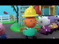 Peppa Pig en español. Jugando con juguetes Peppa. Peppa Cerda y sus amig...