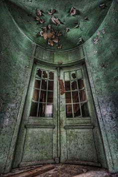 Fischer's Mansion entrance by shexbeer