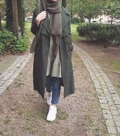 olive green coat hijab-Furry sleeves sweaters with hijab – Just Trendy Girls- olivgrüner Mantel Hijab-Pelzärmel Pullover mit Hijab - Just Tre. Hijab Casual, Stylish Hijab, Hijab Chic, Street Hijab Fashion, Muslim Fashion, Hijab Collection, Hijab Stile, Outfit Look, Girl Hijab