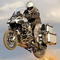 Image viaServing as the successor to Bimmer's the BMW was a rugged sport-tourer that packed a mean punch. Gs 1200 Adventure, Off Road Adventure, Bmw R1200gs Adventure, Trail Motorcycle, Street Motorcycles, Bmw Motorbikes, Bike Bmw, Enduro, Bmw Boxer