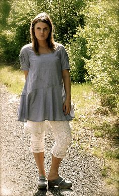 Outfit - tunic, underskirt, bloomers & clogs - Cream | Dorotheas eventyr
