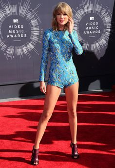 Le look de Taylor Swift sur le tapis rouge des MTV Video Music Awards