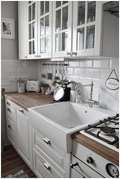 New Shabby Chic Kitchen Decor Countertops 66 Ideas Cozinha Shabby Chic, Shabby Chic Kitchen Decor, Country Kitchen, New Kitchen, Kitchen Sink, Kitchen Wood, Kitchen White, Kitchen Modern, Kitchen Backsplash