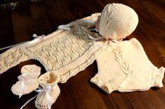 hauchzartes Wölkchen in apricot bestehend aus Pulli, Hose, Mütze Schuhe aus ganz dünnem Garn  **** Unikat *** Größe 48-56 eigener Entwurf frei gestrickt.
