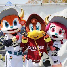 """ひで先生👍うぉんちゅ~🍓いちご警備隊 on Instagram: """"今日は楽天のクラッチくんが京セラドームに来てくれました!! ブルくんベルちゃんの3ショット  #京セラドーム #オリックス #バファローブル #バファローベル #クラッチ #マスコット交流 #東北楽天ゴールデンイーグルス  #オリックスバファローズ"""" Furry Girls, Donald Duck, Mickey Mouse, Disney Characters, Fictional Characters, Instagram, Fantasy Characters, Baby Mouse"""