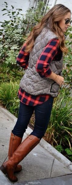 I have skinny jeans and tall boots, but vest and flannel would be nice Cute Outfits With Flannels, Flannel Shirt Outfits, Flannel And Leggings, Red Plaid Shirt Outfit, Leggings Outfit Fall, Flannel Fashion, Navy Leggings, Boots And Leggings, Flannel Shirts
