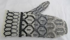 Ravelry: Full Feather Mittens pattern by Sue Beard