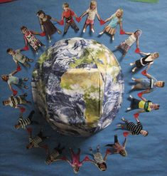 Earth Day is Everyday classroom activities: Includes ideas about an Earth Day bulletin board, art activities, book suggestions, and a writing FREEBIE! Classroom Art Projects, Art Classroom, Classroom Activities, Primary Classroom, Earth Day Projects, Earth Day Crafts, World Bulletin Board, Bulletin Boards, Diversity Bulletin Board