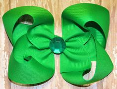 Green Hair Bow Big Green Hair Bow St. Patrick's by CrazyBoutBows #hairbows