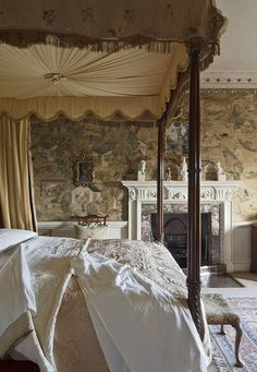 Vintage Bedroom: Elegant Edwardian style room featuring a vintage, silk canopy bed. Period style wallpaper wraps the room beautifully. Beautiful Bedrooms, Beautiful Interiors, Bedroom Romantic, Victorian Bedroom, Victorian Maid, My New Room, Dream Bedroom, Pretty Bedroom, My Dream Home