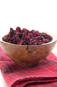 Keto dried cranberries in a wooden bowl on a red plaid napkin Wall Supported Seats Sugar Free Desserts, Sugar Free Recipes, Keto Desserts, Ketogenic Recipes, Diet Recipes, Ketogenic Diet, Wheat Belly Recipes, Low Carb Sweeteners, Cranberry Recipes