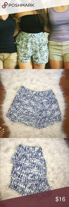 High waisted patterned shorts w pockets These shorts are super cute and comfy and make an adorable outfit. Reasonable offers welcome. Bundle options available. Would fit a Small/medium. XO Shorts