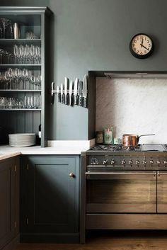 34 Best Kitchen Paint Colors - Ideas for Popular Kitchen Colors Green Kitchen Paint, Dark Grey Kitchen, Kitchen Paint Colors, Dark Paint Colors, Devol Kitchens, Shaker Style Kitchens, Home Kitchens, Shaker Kitchen, Dark Kitchens