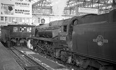 British Railways Steam locomotive no. 35008 at Waterloo Railway Station Diesel Locomotive, Steam Locomotive, Southern Trains, Steam Trains Uk, Uk Rail, Waterloo Station, Heritage Railway, Disused Stations, Abandoned Train