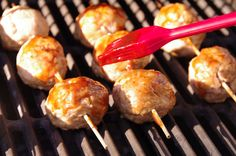 BBQ meatballs for the man to grill Meatball Recipes, Beef Recipes, Yummy Recipes, Great Recipes, Chicken Recipes, Recipies, Yummy Food, Bbq Grill, Grilling