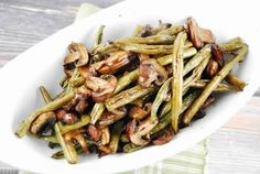 Balsamic Garlic Roasted Green Beans And Mushrooms – 2 Smart Points Recipe Side Dishes with green beans, mushrooms, olive oil, balsamic vinegar, garlic cloves No Calorie Foods, Low Calorie Recipes, Healthy Recipes, Vegetarian Recipes, Mushroom Dish, Mushroom Recipes, Mushroom Casserole, Vegetable Casserole, Rice Casserole