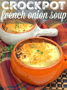 This easy crockpot french onion soup recipe takes just 10 minutes to prepare! The cheapest slow cooker soup that's amazing and only needs a few ingredients. Crockpot French Onion Soup, Easy Crockpot Soup, Onion Soup Recipes, Crock Pot Soup, Slow Cooker Soup, Crockpot Recipes, Slow Cooker Recipes Cheap, Chili Recipes, Vegan Recipes