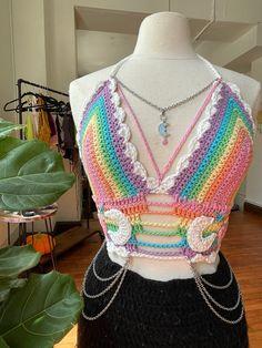 Crochet Crop Top, Cute Crochet, Crochet Motif, Crochet Designs, Crochet Stitches, Knit Crochet, Crochet Patterns, Diy Crochet Projects, Crochet Crafts