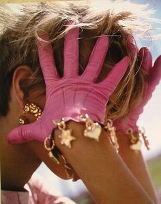 pink gloves Mystee Beckenbach by Arthur Elgort in Vogue Italia, April 1991 Juicy Couture, Rosa Style, Tout Rose, Pink Gloves, Gold Gloves, Fru Fru, I Believe In Pink, Fuchsia, Skinny