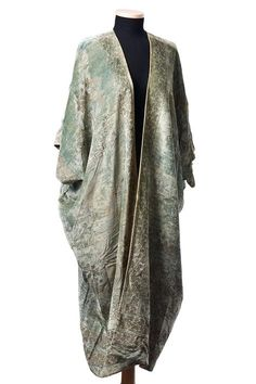 Mariano Fortuny, Silk Velvet Evening coat - The aqua velvet is covered with a floral stenciled design in metallic gold - 1920s