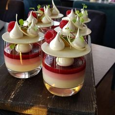 Vidal Gutierrez - Lemon, Raspberry and Opalys - Desserts For A Crowd, Gourmet Desserts, Fancy Desserts, Delicious Desserts, Dessert Recipes, Yummy Food, Raspberry Desserts, Think Food, Love Food