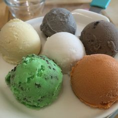 Ice Cream Scoops  At N°rth Pole Café